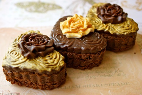 Chocolate Brownie with gold and roses
