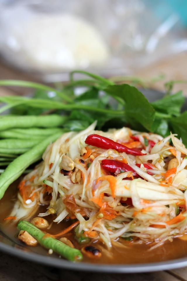 Som Tam (Thai Green Papaya Salad) ส้มตำ