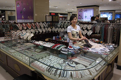Buy good quality pearls at Hong Qiao New World Pearl Market - Things to do in Shanghai