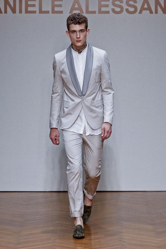 SS13 Milan Daniele Alessandrini034_Karl Morrall(fashionising.com)