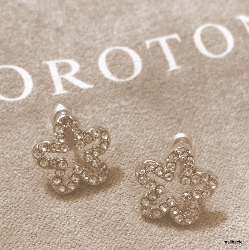Oroton cristal flower earrings