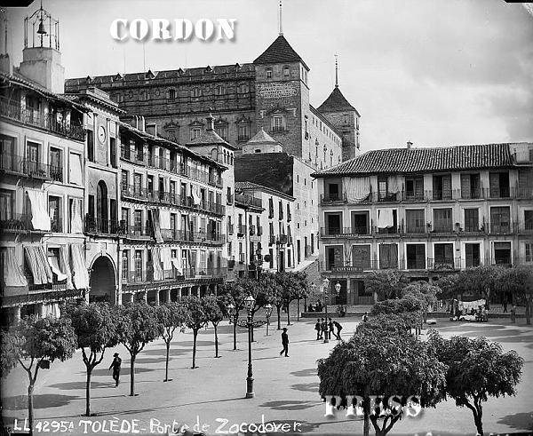 Plaza de Zocodover de Toledo hacia 1875-80. © Léon et Lévy / Cordon Press - Roger-Viollet