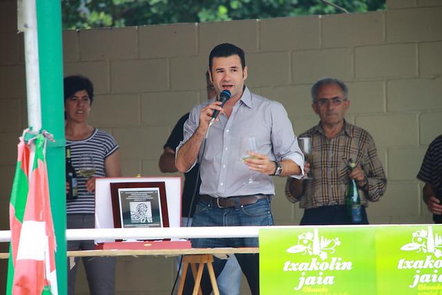 Padrino de lujo: el televisivo presentador: Iñaki López. Txakolin Jaia #Okondo #Txakoli #Photography #Flickr #Foto  11