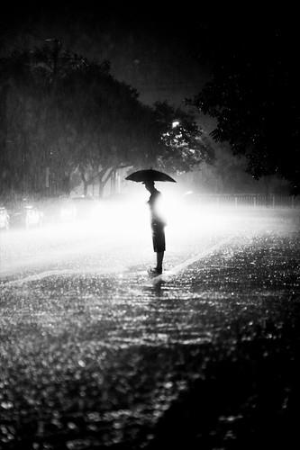 無料写真素材, 人物, 傘, モノクロ, シルエット, 雨