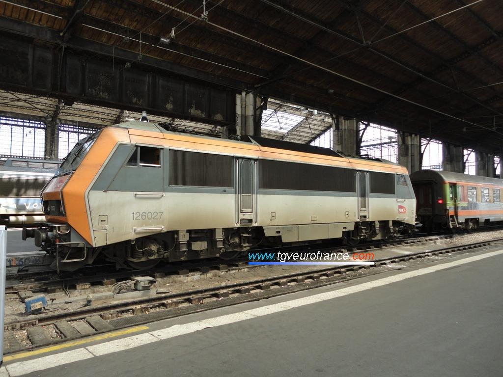La BB 26027 de SNCF Voyages en gare de Paris-Austerlitz le 10 mai 2012