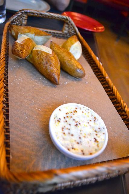 pretzel_bread