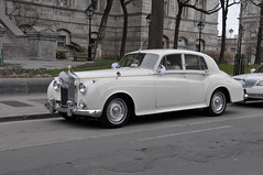 automobile(1.0), rolls-royce(1.0), rolls-royce phantom vi(1.0), rolls-royce phantom v(1.0), bentley s2(1.0), vehicle(1.0), bentley s1(1.0), rolls-royce silver cloud(1.0), compact car(1.0), antique car(1.0), sedan(1.0), classic car(1.0), vintage car(1.0), land vehicle(1.0), luxury vehicle(1.0),