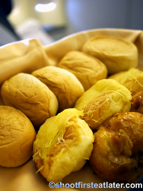 Philippine Airlines Meals- pan de sal and ensaymada