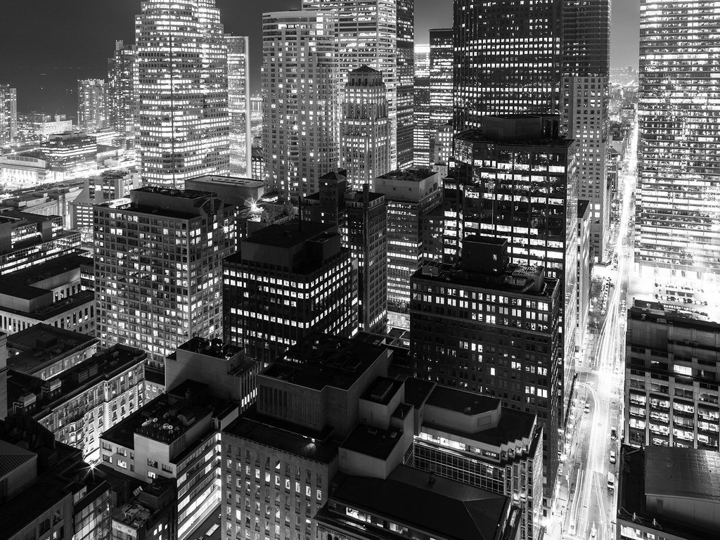 black and white rooftopping skyline shot of toronto at night