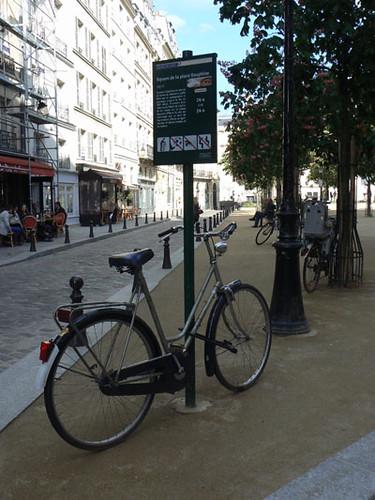 vélo place dauphine.jpg