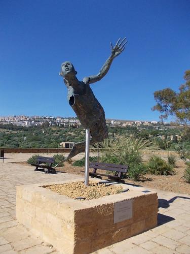 L'ange, une statue @ la Vallée des temples en Agrigente by Calogero Mira