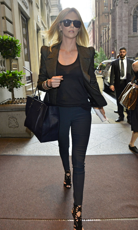 charlize-theron-balenciaga-bag