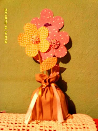 As flores de plástico não morrem...as de tecido tb não... by Coisando as Coisas by Clau