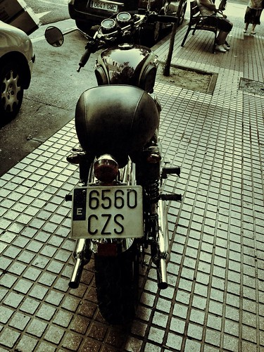 Kawasaki W650 by J. Learte