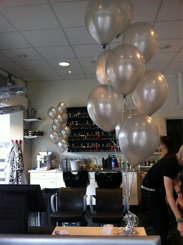 Tafeldecoratie 9ballonnen Famous Hair Rozenburg