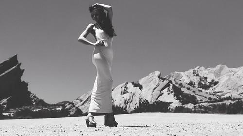 [フリー画像素材] 人物, 女性, モノクロ, ワンピース・ドレス ID:201207070600