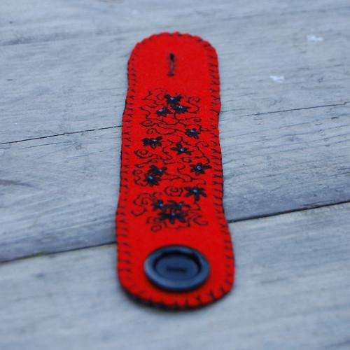 felt cuff 'red & black' [#7]