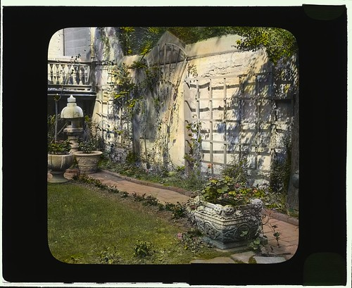 [The Touchstone Garden, 118-120 East 30th Street, New York, New York. (LOC)
