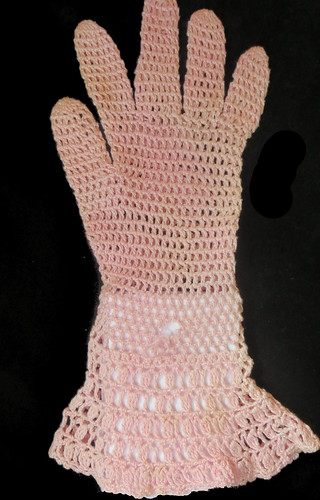 entire glove showing hole