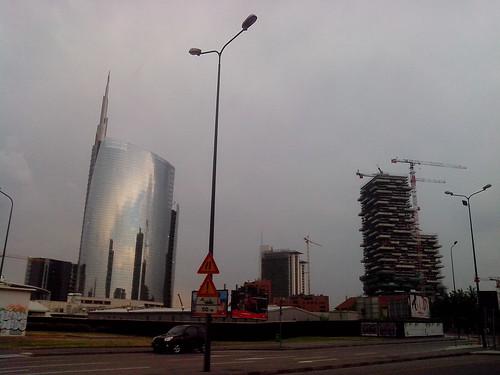 Una città che sale by Ylbert Durishti