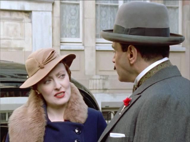 Poirot_MsLemon_HickoryDickory_furstolebrownhat2