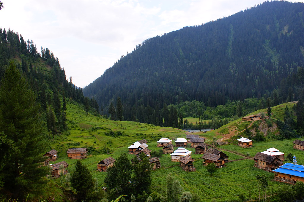 """MJC Summer 2012 Excursion to Neelum Valley with the great """"LIBRA"""" and Co - 7596406774 c9a7f85cef b"""