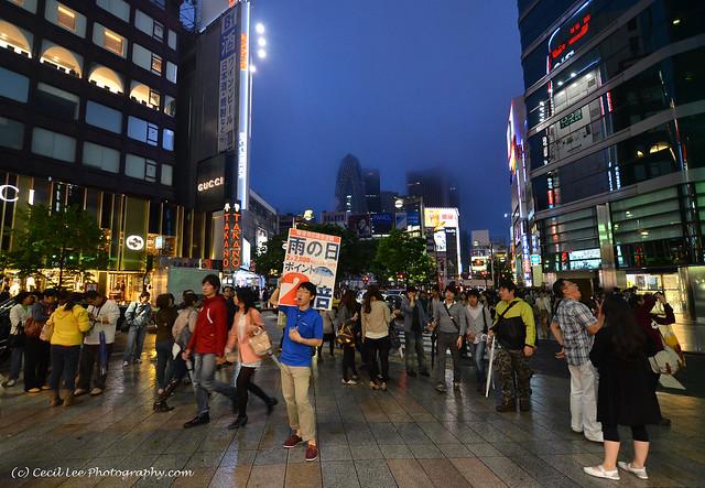 Shinjuku_rainy_night