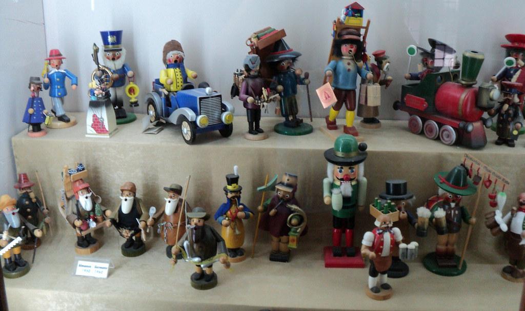 Эта коллекция меня удивила - все игрушки курят трубки! Видимо, тогда в Германии не боролись с курением.