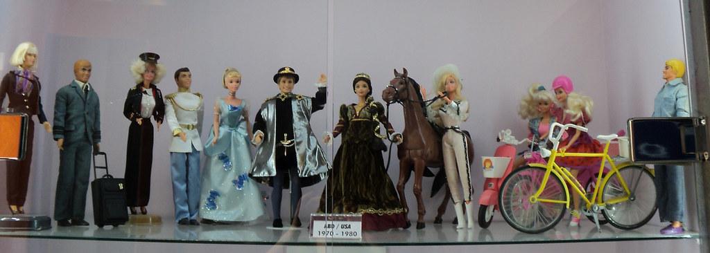 Барби и Кены