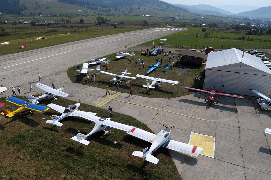 Fly-in @ Floreni - Mitingul cailor putere - Poze 7677970324_4203829429_o