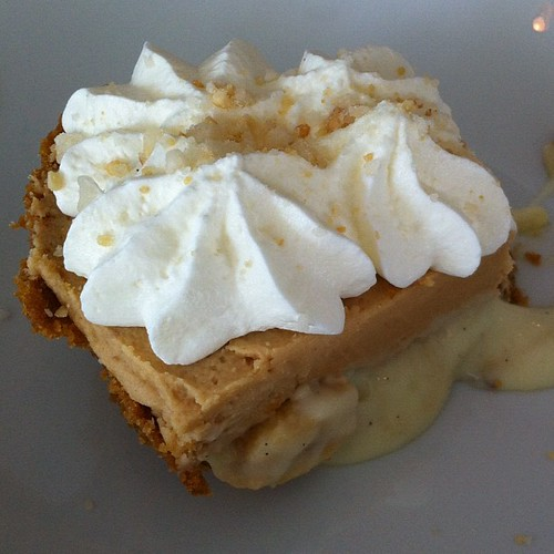 Peanut butter + banana pudding pie...mmm