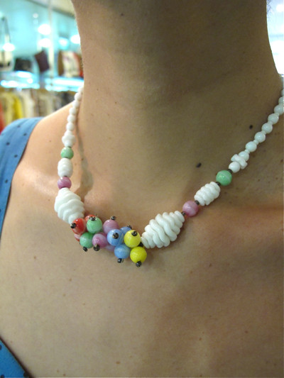 Candy colours make this 1940s choker delectable. Yum yum.