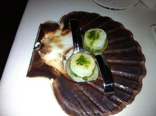 ¿Zamburiña con pesto? Realmente es Calamar, algas y frutos secos
