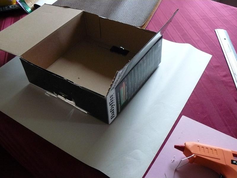 fabriquer un mini dresssing en carton. Black Bedroom Furniture Sets. Home Design Ideas