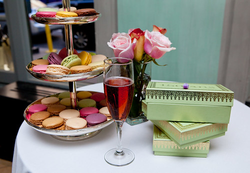 Heaven - tier of Ladurée macarons, of Piper Heidsieck Brut Rosé and roses