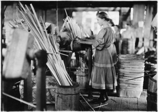 A basket factory. Girls making melon baskets. Evansville, Ind, October 1908