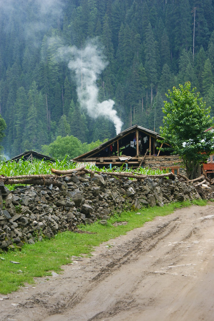 """MJC Summer 2012 Excursion to Neelum Valley with the great """"LIBRA"""" and Co - 7595518720 0f6a17b884 b"""