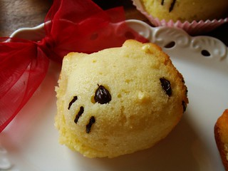 Hello Kitty Cupcake: with flower