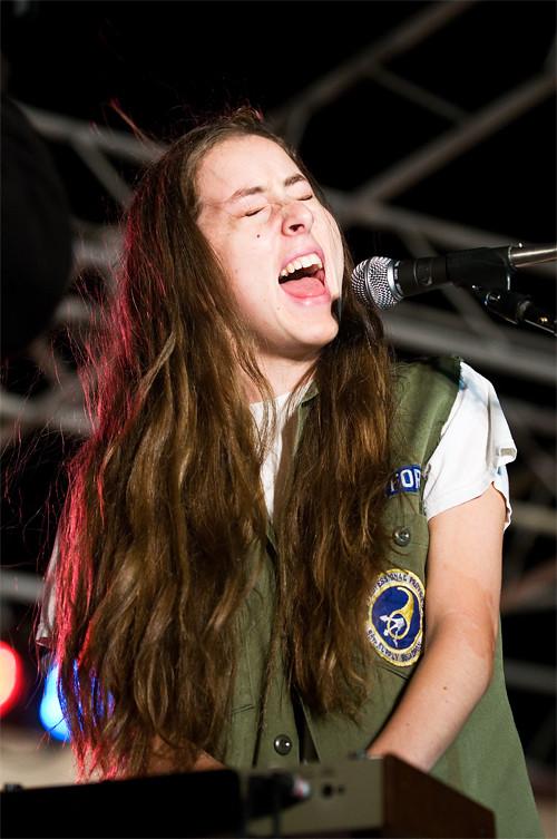 Alana of HAIM