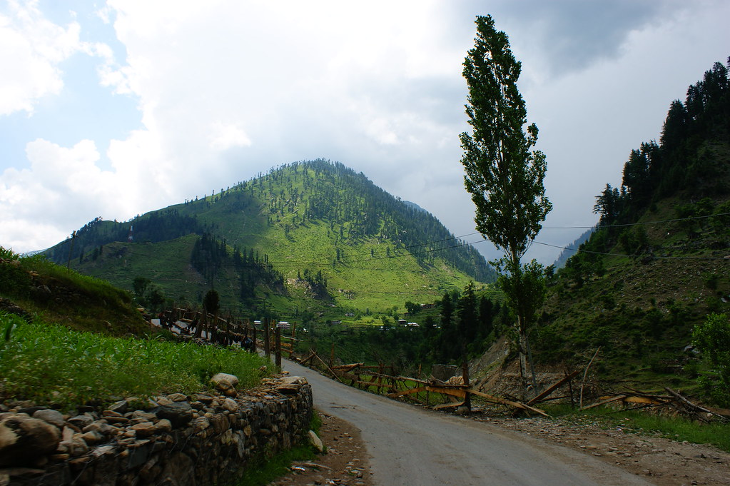 """MJC Summer 2012 Excursion to Neelum Valley with the great """"LIBRA"""" and Co - 7635556086 cbab6959e0 b"""