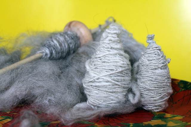 drop spindle + wool