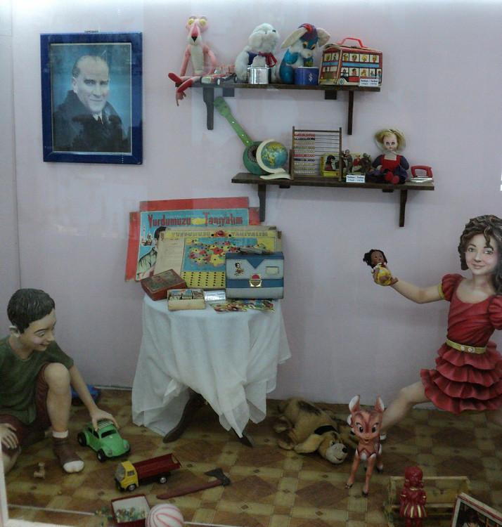 Уголок, представляющий турецкие игрушки периода 1960-1970 гг