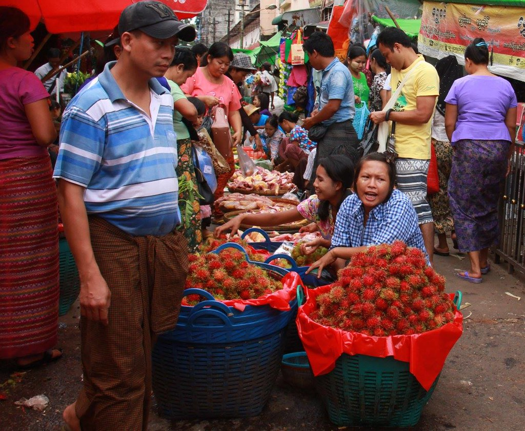 Theingyi Zay is a famous market of downtown Yangon