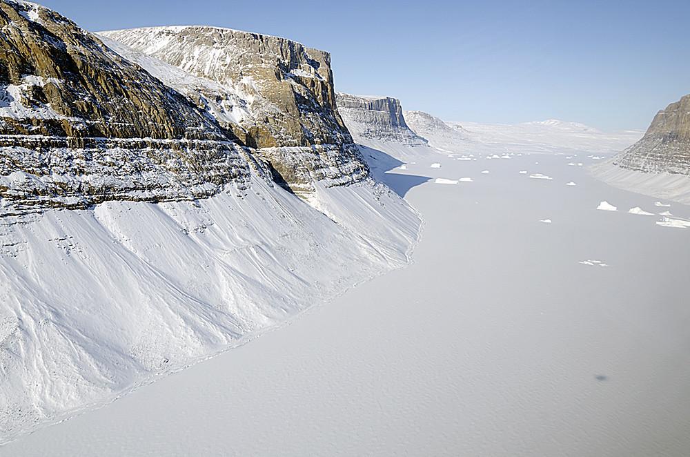 氷の峡谷周辺の雪景色