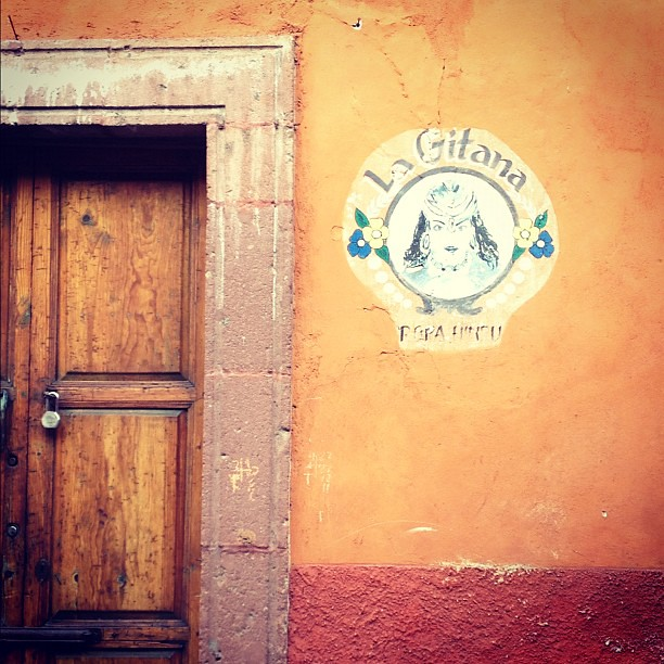 San Miguel de Allende, onde os nomes das lojas são pintados. #méxico