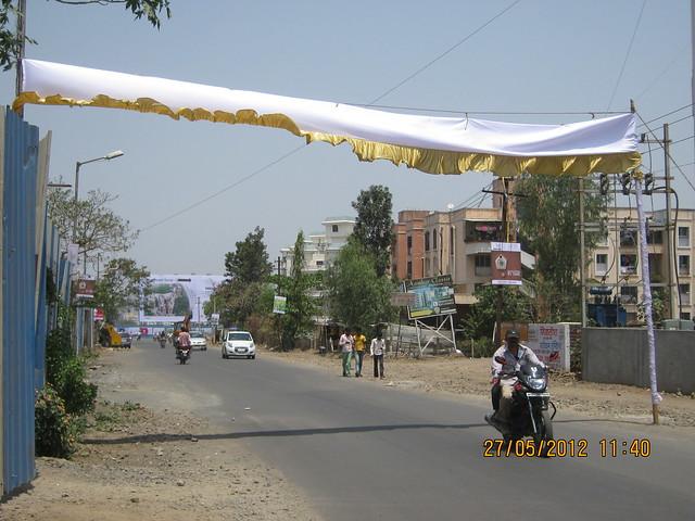 Visit Windsor County, 1 BHK 2 BHK & 3 BHK Flats near Reelicon Garden Grove, Datta Nagar, Ambegaon Budruk, Pune 411046 - Hoarding on Katraj Ambegaon Khurd Road
