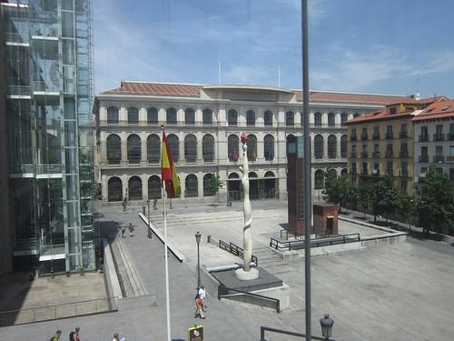 国立王妃芸術センター(左側)と広場 2012年6月1日 by Poran111