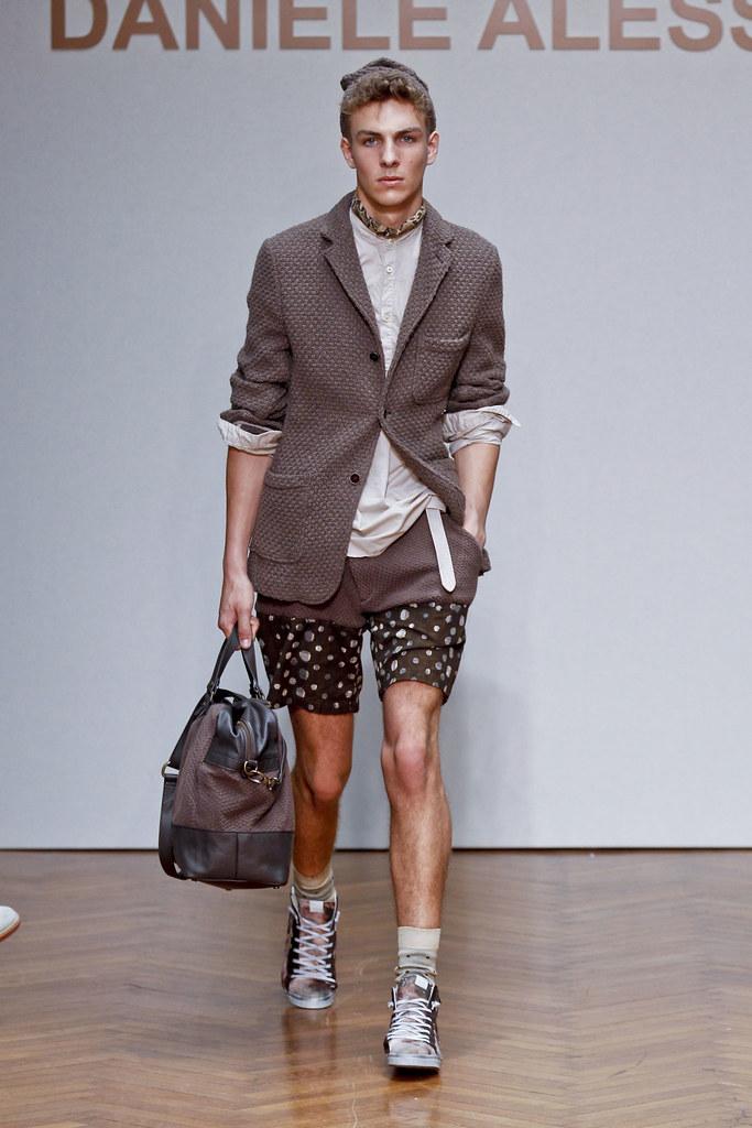 SS13 Milan Daniele Alessandrini032_Antoine Des Beauvais(fashionising.com)
