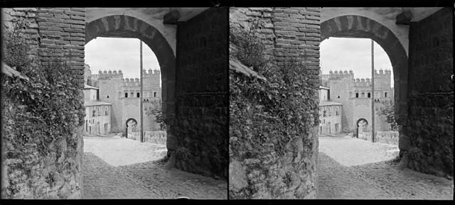 Puerta del Sol vista desde la Puerta de Alarcones en junio de 1927. Fotografía de Albert Oliveras i Folch. © Arxiu Fotogràfic de Catalunya. Centre Excursionista de Catalunya