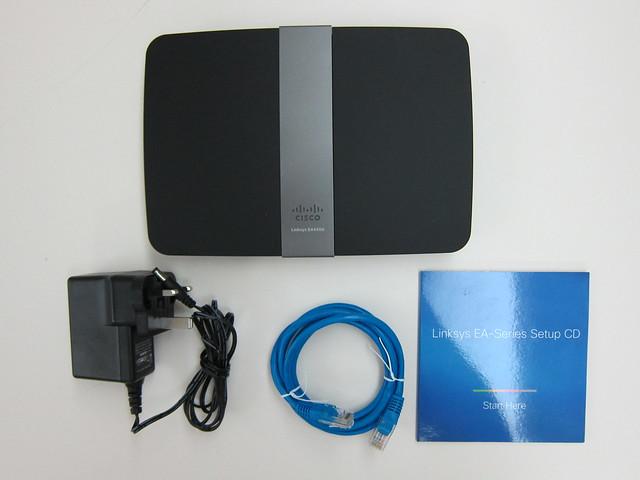 Cisco Linksys EA4500 - Box Contents
